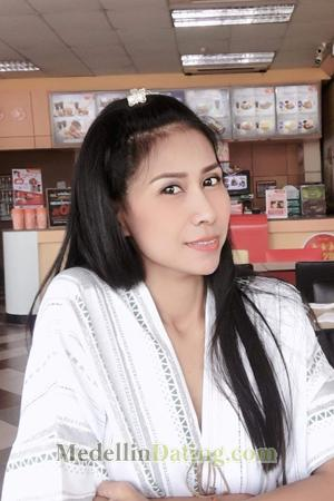 is lazarbeam dating muselk sister
